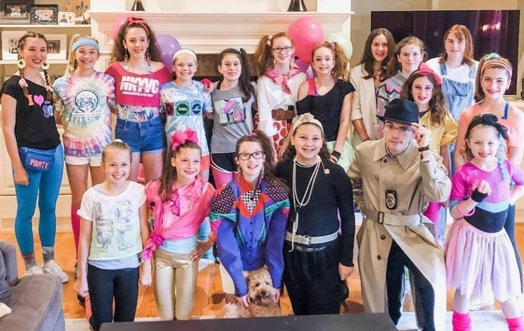 kids murder mystery party clients posing for group photo with the detective
